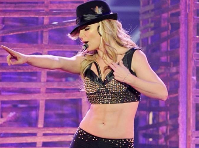 Britney-Spears-moquee-pour-ses-faux-abdos-!_portrait_w674