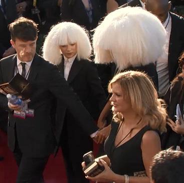 Sia qui arrive aux Grammys